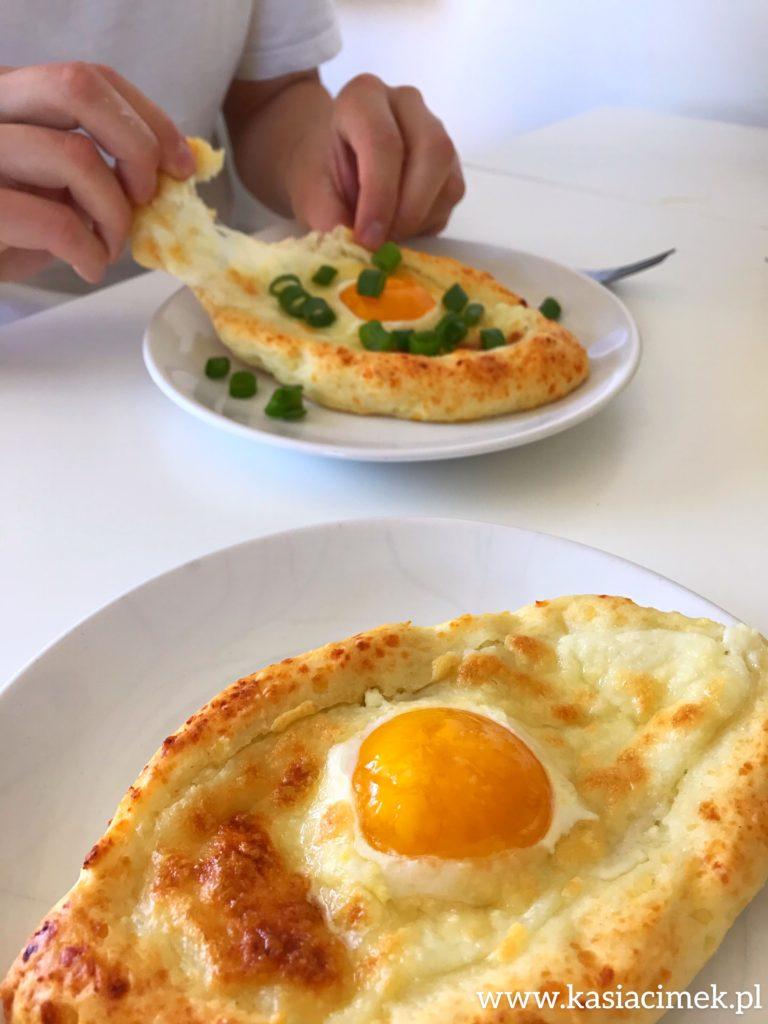 chaczpuri z serem i żółtkiem - przepis i kcal